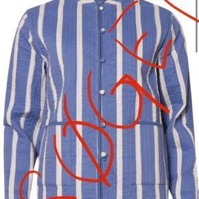 Søger denne jakke fra Nue Notes i str 34 el 36. Skriv gerne hvis du har en du vil sælge. Ny eller brugt.