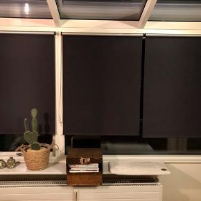 Super fine mørklægnings gardiner Mål: 2 x 100/170 3x 90/170 114/170 116/170 •kan klippes i breden efter ønske  ALLE 7 med sort kæde og beslag og til prisen