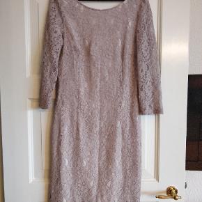Flot grå blonde kjole fra InWear   Brugt én gang og er derfor i perfekt stand