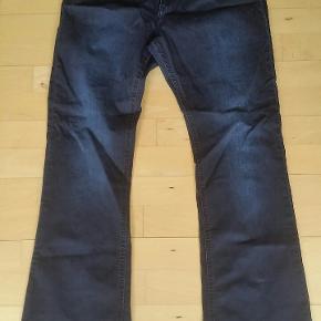 Lækre jeans str. 44 med masser af stræk Indv. Benlængde: 80 cm Livvidde: 88 cm