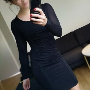 Smuk glimmer kjole 👗  Brugt én gang  ⭐ 10 % på alle annoncer hele uge 29 ⭐