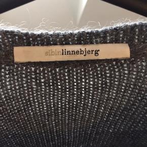 Super lækker strik fra Sibin linnebjerg. Aldrig brugt.  Afhentes i 9400 Nr. Sundby eller sendes for 38 kr via dao