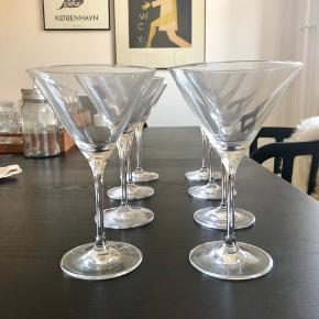 8 martiniglas fra Villeroy & Boch. (kan ikke få lov til at fjerne angivelsen af Rosendahl som mærke...)  Kun brugt få gange - Ingen skår eller lignende. Er som nye.  Kun afhentning/mødes og handle.  Nypris: 800 kr.