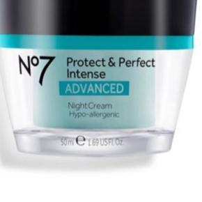 Afhentningspris 165,-   Helt ny og uåbnet Protect and Perfect Intense Advanced natcreme. 50 ml.   Serien egner sig til 30+