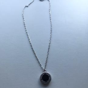 Marc Jacobs halskæde i sølv. Rigtig god stand og er ikke brugt mange gange