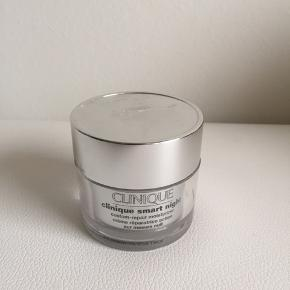 Brugt cirka halvdelen   Clinique smart night creme  dry combination 50 ml  Nypris 525 kr   Køber betaler fragten