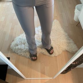 Populære Neo Noir bukser med vidde i bunden !! Sælges udelukkende pga. jeg ikke får dem brugt