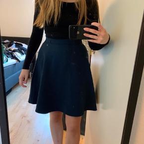 Blå nederdel fra vila  Str m, syet ind i livet, svarer til str s  Byd💕