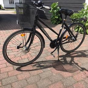 Pæn Mosquito street comfort Pro Damecykel med 7 indvendige gear, indvendig for bremse og fodbremse bag. Lys og lås. Stel str 53 hjul str 28. Kører godt.