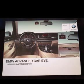 Advanced Car Eye  Optager ved evt. uheld. Kamera både til for og bag. Aldrig brugt.  Varebeskrrivelse: BMW Advanced Car Eye is a highly sensitive full HD camera that captures events in front of and behind the vehicle, even at night and when it is parked. Thanks to intelligent radar technology and G sensor, disturbances and extraordinary movement can be detected outside the vehicle and distinguished from normal movement. The camera automatically records the situation in order to document possible accidents or (attempted) break-ins.  Nypris 2.070kr