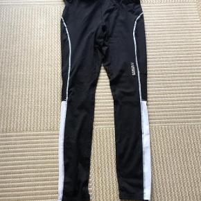 James & Nicholson løbebukser/ træningsbukser str S med lomme bagpå .