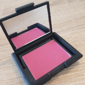 Sleek creme blush Amaryllis 080  Brugt en enkelt gang  Nypris 70 kr  Kig gerne mine andre annoncer for mere makeup og hudpleje 😊