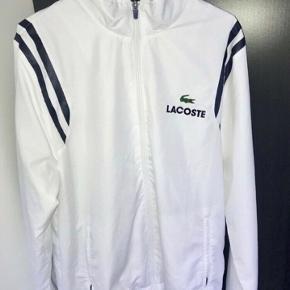 Helt ny Lacoste track jakke, købt i kaufmann for 1499 kr Prisen er fast.