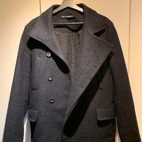 Sælger denne lækre frakke fra AllSaints, den er blevet brugt få gange og derfor fremstår som ny.  Np: 2800 Mp: 1000 Kom med bud