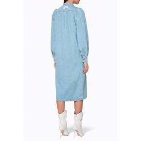Sælger denne populære denimkjole fra Ganni. Str 38. Brugt 2 gange, standen er som ny. Fra dyrefrit og røgfrit hjem. Den kan også bruges som åben jakke?☀️. Den er så fin og falder smukt på. Ny pris var 1799,-. #trendsalesfund