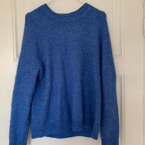 Dejlig og varm pullover fra Envii i den flotteste blå farve! ✨ Ingen tegn på slid, eller nogle form for huller. 💫 Skriv endelig, hvis du vil have flere billeder! 😌
