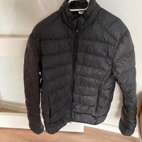 Fin jakke fra mærket ICEWEAR - dun jakke størrelse S - kan både bruges vinter og efterår
