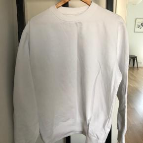 Hvid sweater fra unbranded mærke. Produceret i Portugal.  #30dayssellout