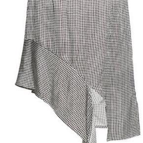 Helt ny med prismærke Designers remix nederdel i efterårets store trend - tern! Sælges kun idet den er købt i forkert str .