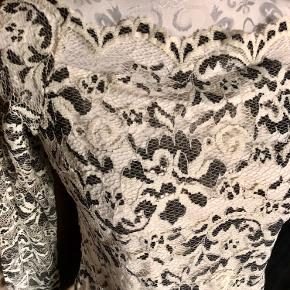 Smuk blonde bluse fra Fransa  Helt ny med prismærke 🌸🌸🌸☀️