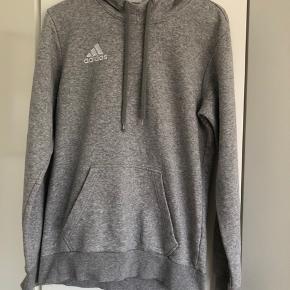 Fed sweatshirt fra Adidas. Brugt en del, men er stadig rigtig pæn.