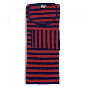 Den ikoniske 101 trøje fra Mads Nørgaard. I navy/rød💙❤️  Trøjen er i den korte model (altså ikke en kjole) og onesize   Kan afhentes  i København.