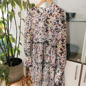 Sødeste kjole fra Ganni 💕 Aldrig været brugt. Passer str. 40-42.