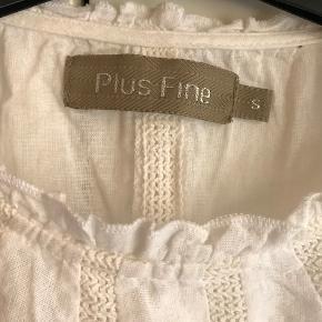 den fineste sommerbluse fra Plus Fine, 100 % bomuld, svarer til en s/m str., rummelig, spørg gerne efter mere info