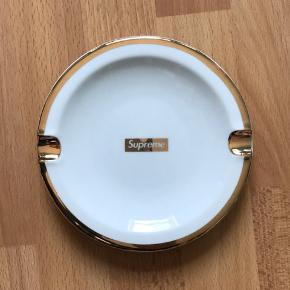 SUPREME GOLD TRIM ASHTRAY   CONDITION: 9.9/10 NEVER USED. 100% LEGIT.  FITS NICE WITH BAPE, CDG, SUP, OFF WHITE, HERON PRESTON, YEEZY