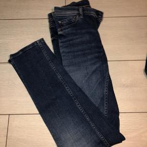 Model: Coral regular skinny slim fit jeans. Str: 27/32  Køber betaler fragt, eller hvis meetup ønskes kan det højst sandsynligt godt arrangeres. Pris kan forhandles.
