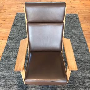 En klassisk lænestol designet af Wegner! Det er en virkelig flot, behageligt og velbeholdt Wegner Lænestol 👌🏻 Model: Ge-290A.  Skriv gerne hvis i har flere spørgsmål ❤️