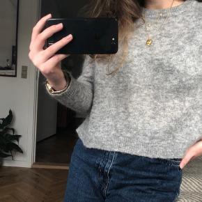 Sælger min grå strik fra Envii da jeg ikke får den brugt, den fitter s og m🎠