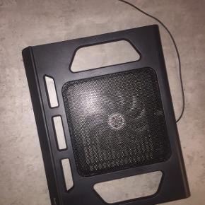 Np 350 Brugt 1 gang Der er blå lys i den Tændes via USB ledningen, som sidder i køleren