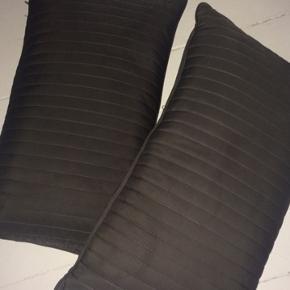 2 stk. nye flotte aflange puder med gråt satin agtig betræk. Mål40x65cm