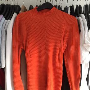 Orange figursyet sweater fra H&M, brugt 1 gang.