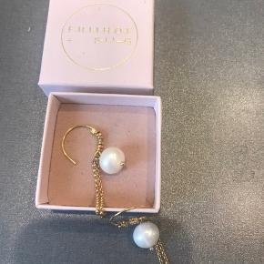 Super smukke øreringe med perler . Bytter ikke og modtager ikke skambud .