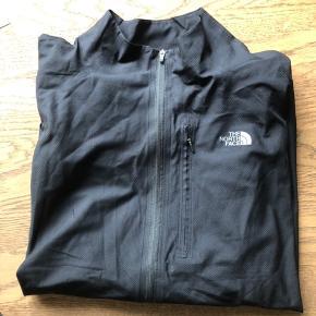 Sort meget tynd lynlås trøje, nypris 1199