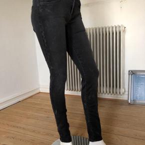 Current Elliott The Ankle skinny jeans. Brugte få gange, er som nye og fejler intet.  Str 27 Byttes ikke.