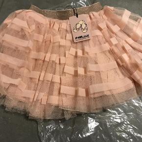 Varetype: Ny smuk nederdel Farve: Rose  Ny med mærke  Bytter ikke  Mp 150 over MobilePay ellers ts gebyr