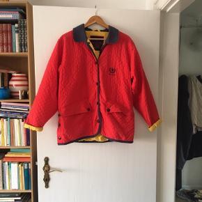 Jeg har brugt denne jakke en hel del, men den er stadig i rigtig fin stand.