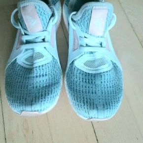 Super fede Adidas Ultra Boost sko. Fejler intet. Ny pris 1500 kr.   Kig endelig forbi mine andre annoncer.   Kan hentes på Amager eller sendes mod betaling