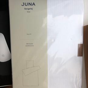 Sælger dette sengetøj fra JUNA. Aldrig brugt. Måler 140x200
