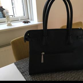 Fin sort taske brugt 1 gang