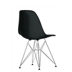6 eames stole med original hynde til også. 2 år gamle. Kun den ene stol har en lille rids, men den gemmes bag hynden. Ellers er de fejlfrie. Er dog ofte i Aalborg også