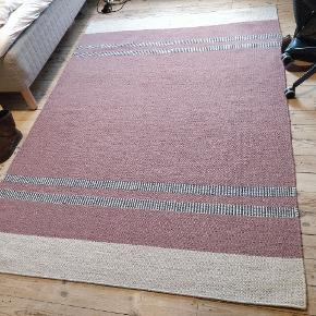 The carpet is 170x240 cm. I have used it for two years. It is still in good condition apart from the flaw shown on the second picture.