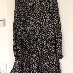 Superfin kjole med sort underkjole. Mærket er klippet ud, men mener den er fra Zara.