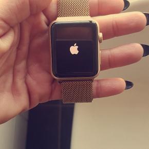 Smartwatch serie 1 følger ekstra guld remme med