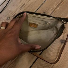 Fake LV håndtaske.