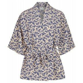 Stylenavn:Nuno flower kimono  Pasform:Normal i størrelsen, løs, onesize  Materiale:100% Polyester