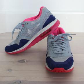 Nike air i grå, blå og pink. Str 41 / 26,5 cm
